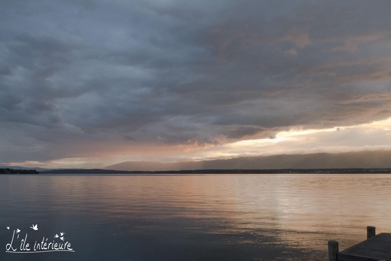 couleurs changeantes du Lac Léman, au coucher du soleil